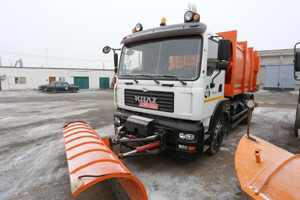 Кременчуцькі комунальники розчищають дороги від снігу (фото та відео), фото-6