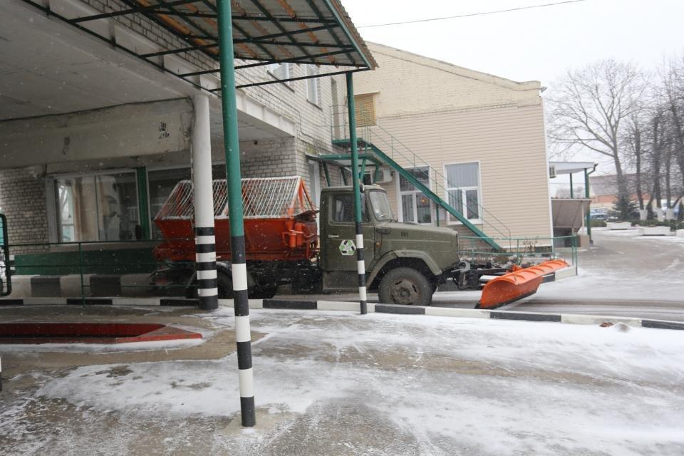 Кременчуцькі комунальники розчищають дороги від снігу (фото та відео), фото-3