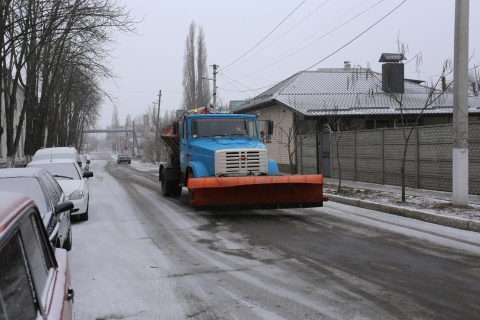 Кременчуцькі комунальники розчищають дороги від снігу (фото та відео), фото-4