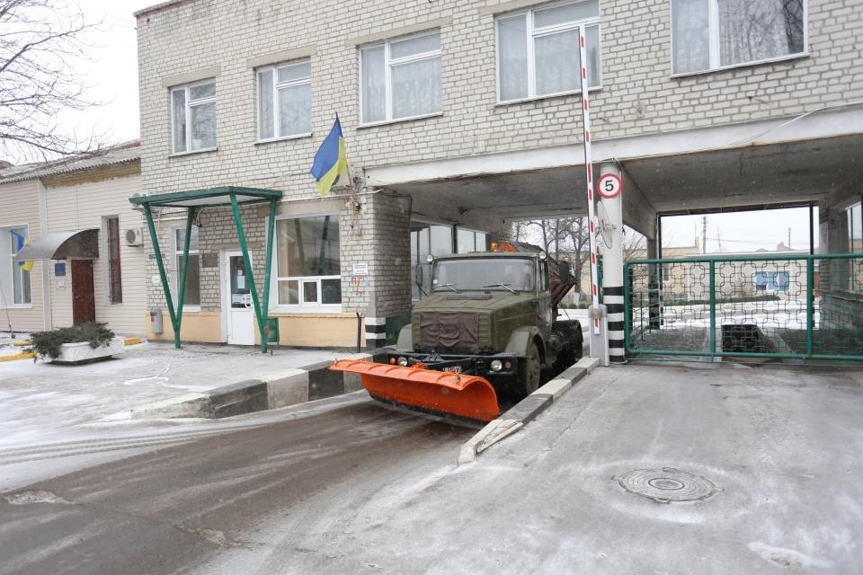 Кременчуцькі комунальники розчищають дороги від снігу (фото та відео), фото-2