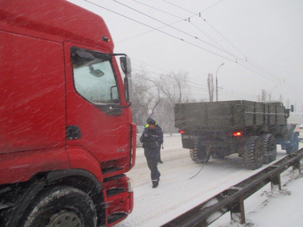 застрявшие грузовики