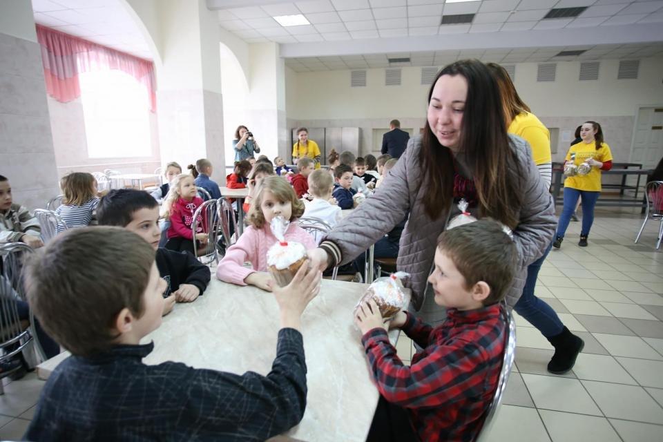 привітання дітей з Великоднем