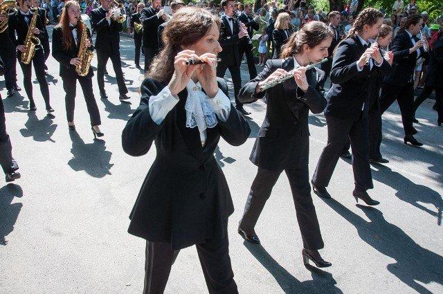 марш-парад духових оркестрів