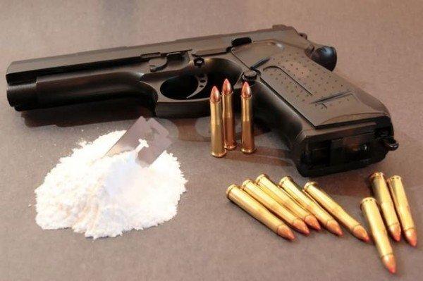 оружие, наркотики