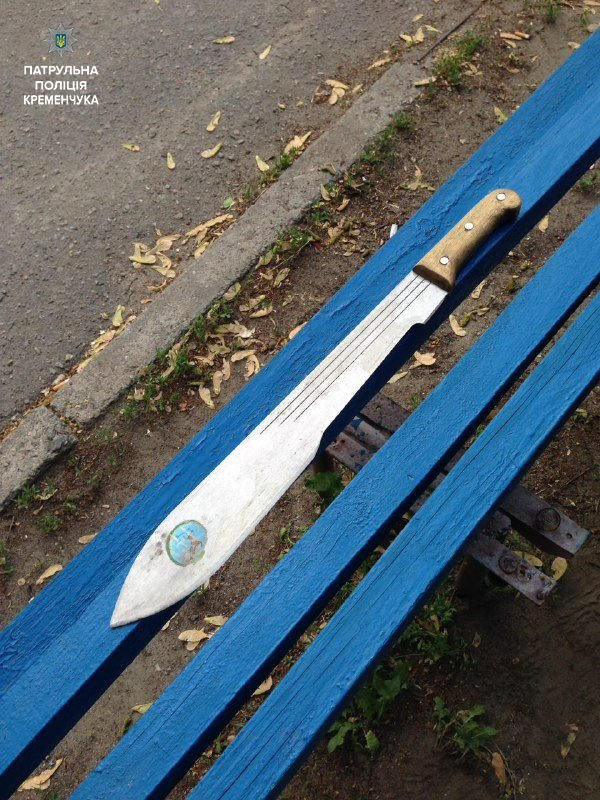 хулиган с огромным ножом