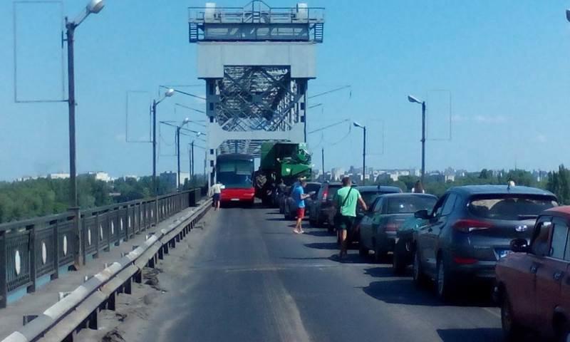 пробка на мосту