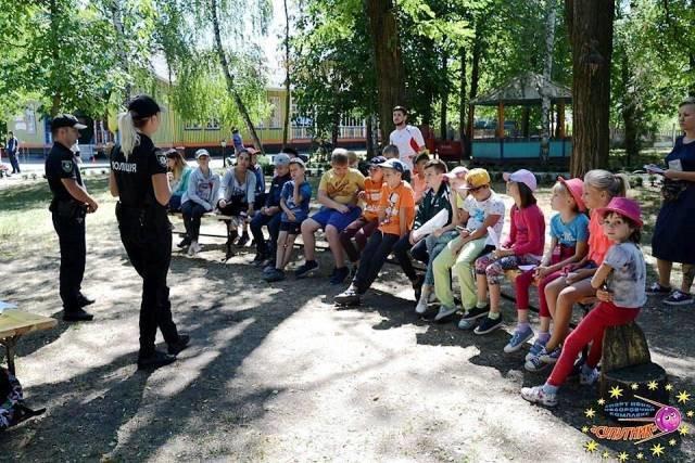 Кременчуцькі патрульні розповіли дітям про їх права (фото), фото-1