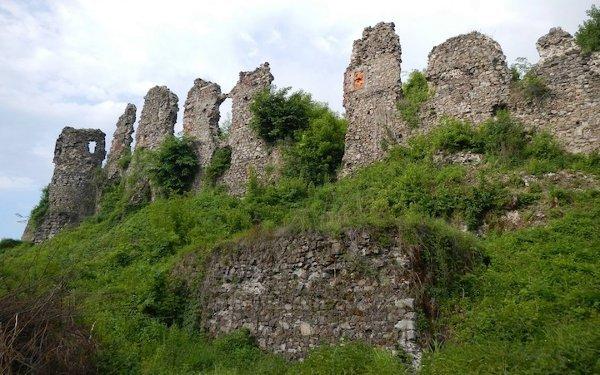 Руины крепости в Хусте