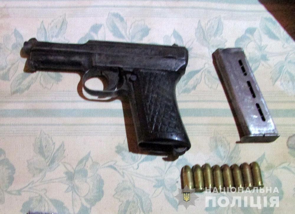 Озброєні вилами, лопатами, ножами двоє братів поранили поліцейських. А копи застрелили собаку, фото-2