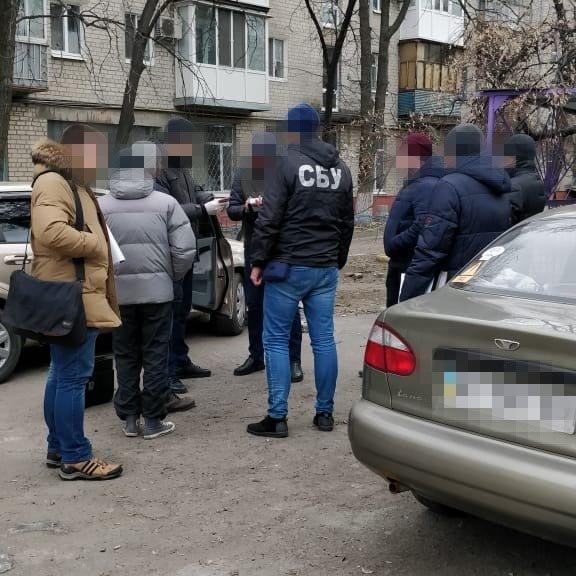 Кременчуцький суд призначив покарання державному виконавцю, якого спіймали на хабарі, фото-1